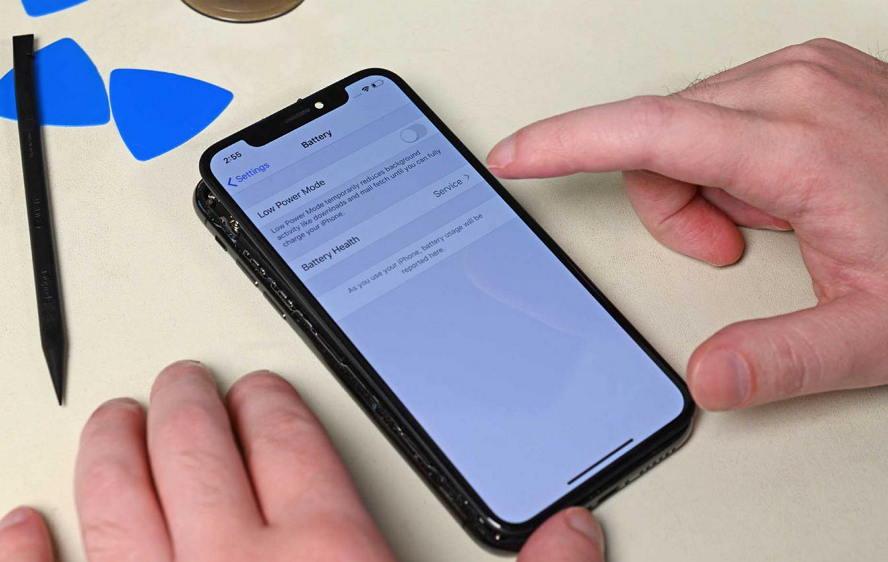 苹果电池垄断 - iPhone换第三方电池就会导致失去某项功能