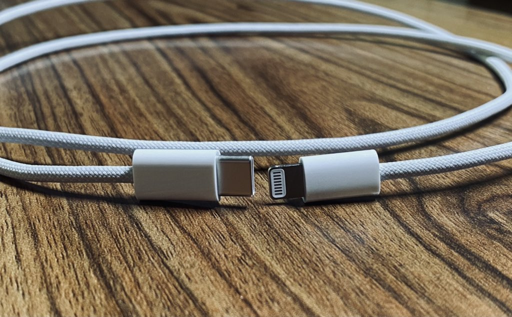 苹果iPhone 12 USB-C转Lightning编织充电线实物图曝光