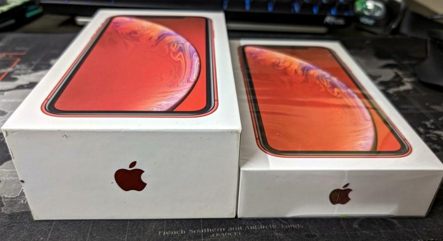 新旧iPhone XR包装盒对比图:薄一半